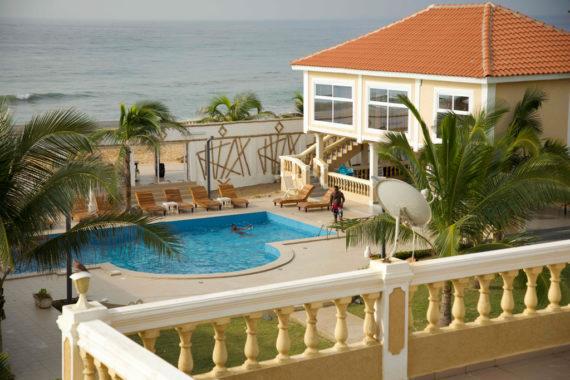 Double-vue-sur-mer-et-piscine-opt